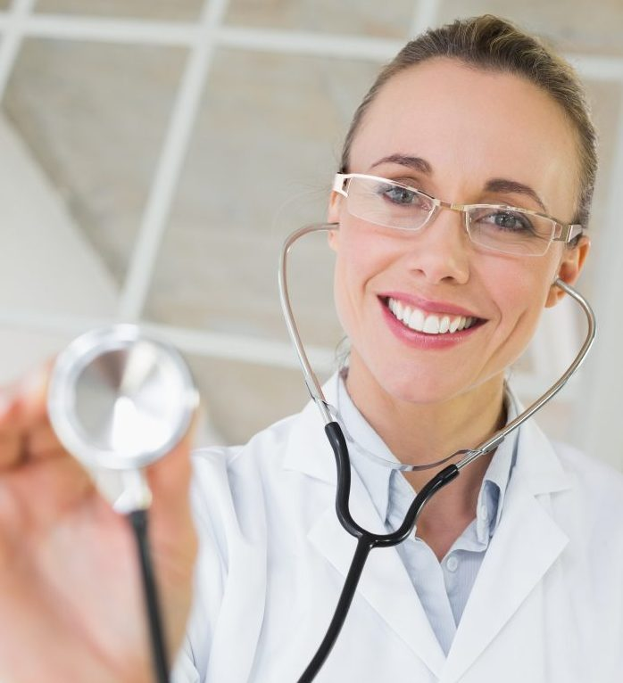 Medhunters Portrait of a female doctor with stethoscope in a bright hospital
